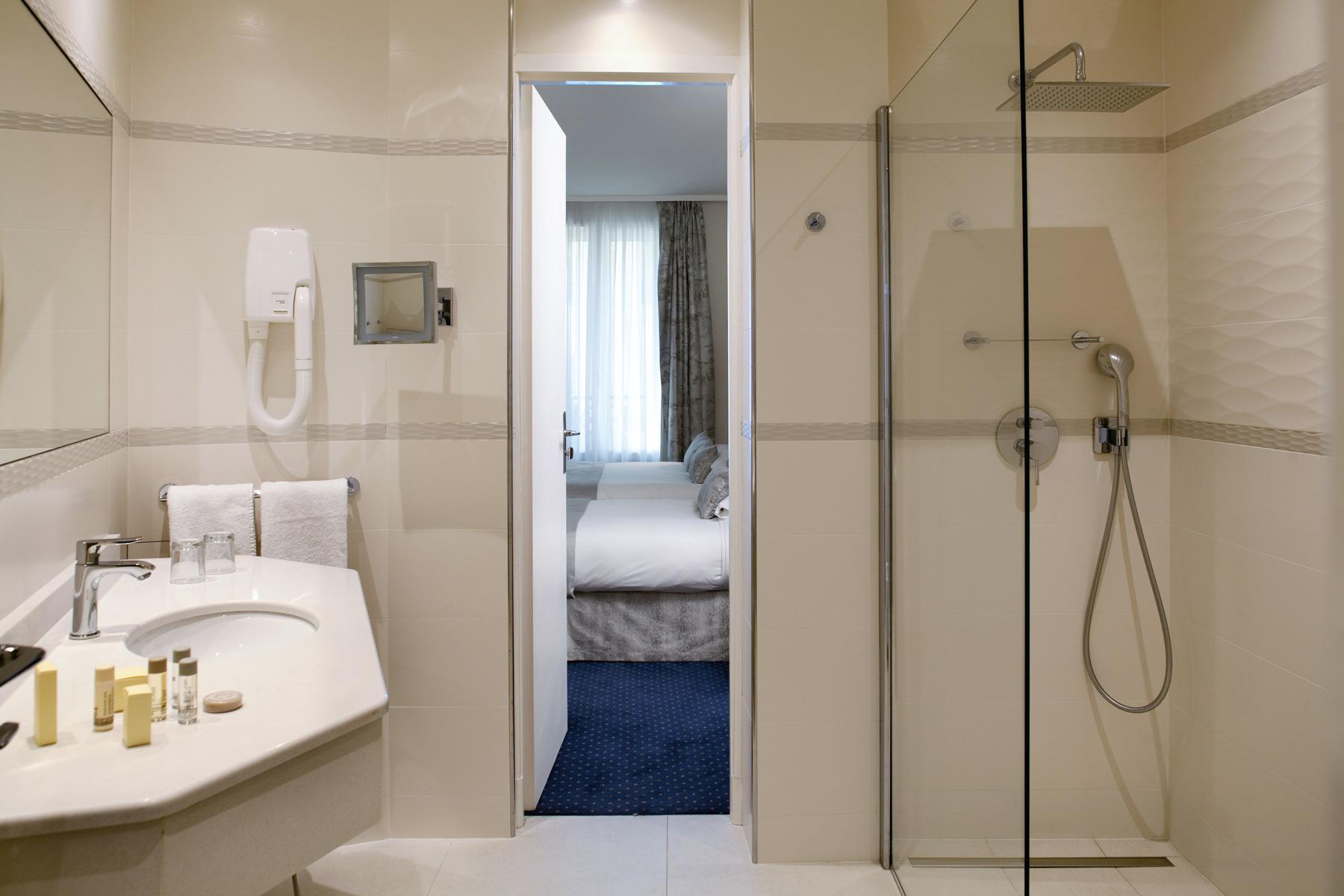 Atlantic hotel in paris deluxe 3 stars hotel in paris for Hotel design 3 etoiles paris